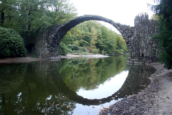 Labiryntarium - Niemcy, Kromlau - Most Rakotza w pobliżu