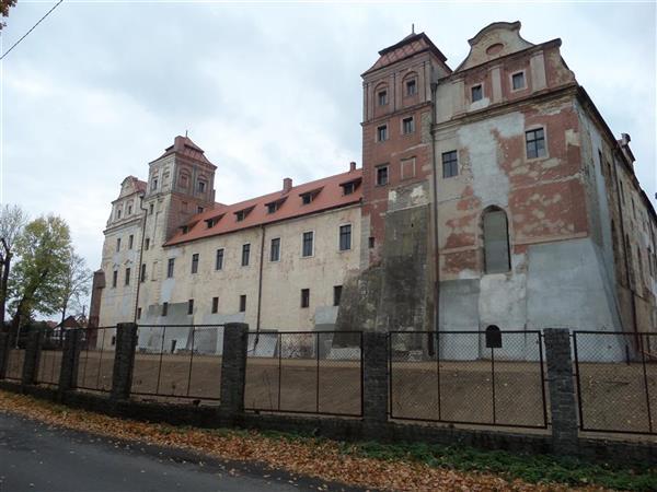 zamek z 1313 r randki ze źródłami palmowymi